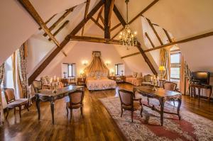 Location gîte, chambres d'hotes Château De La Colaissière dans le département Maine et Loire 49