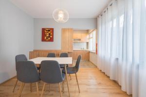 obrázek - WHITE NEST apt - 2 bedrooms near the Sea Garden