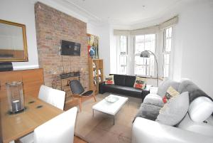 ONE BEDROOM FLAT CLOSE TO UNDERGROUND ST./ Z 2