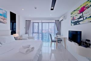 CITY VIEW STUDIO in City Center Residence
