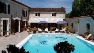 Location gîte, chambres d'hotes La Fontaine des Arts dans le département Charente 16
