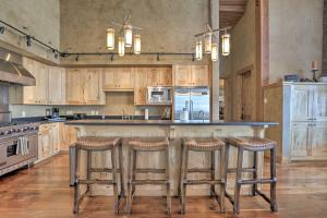 NEW! Luxury Home - 26 Miles to Grand Targhee Ski!, Ferienhäuser  Tetonia - big - 9
