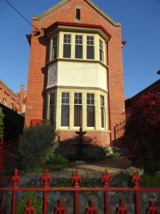 Hopkins Manor