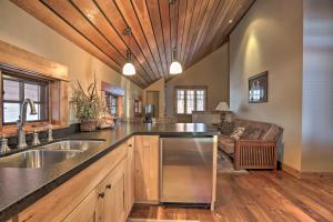 NEW! Luxury Home - 26 Miles to Grand Targhee Ski!, Ferienhäuser  Tetonia - big - 15