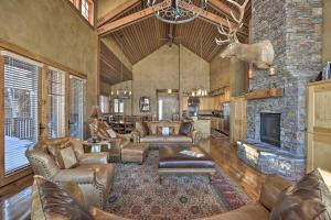 NEW! Luxury Home - 26 Miles to Grand Targhee Ski!, Ferienhäuser - Tetonia