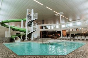 Coast Nisku Inn & Conference Centre - Hotel - Nisku
