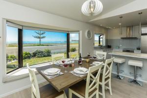 The Esplanade 98 - Westshore Holiday Home - Hotel - Napier