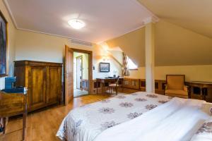 Golden Well Hotel (3 of 49)
