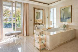 Four Seasons Hotel George V Paris (16 of 69)