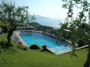 Sorrento Apartment Sleeps 8 with Pool Air Con and  - AbcAlberghi.com