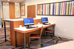 Holiday Inn Express & Suites - Forney