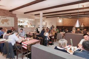 Apartamenty Mesa Grill Restaurant Cafe, Bed and Breakfasts  Dźwirzyno - big - 53
