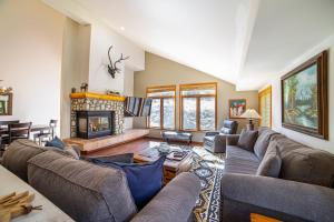 #453 - Luxurious Family-Friendly Mountain Getaway with Stunning Views!