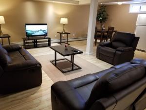 Cozy,Quite full basement suite