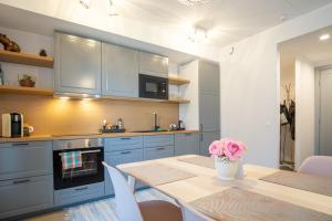 Dream Stay - Brand New Apartment with Balcony & Free Parking, Apartmány  Tallinn - big - 21