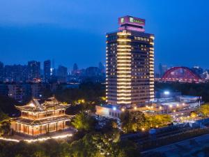 Holiday Inn Wuhan Riverside, an IHG hotel