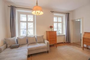 Museumsquarter: 19th Century 2 Bed in City Center