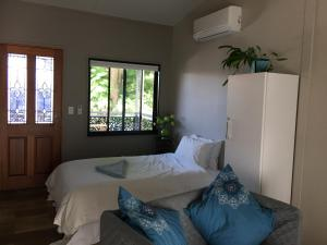 Annerley-granny flat,private, new, convenience
