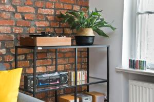 Soak Up the Old Town from Musician 1898Apt for 4