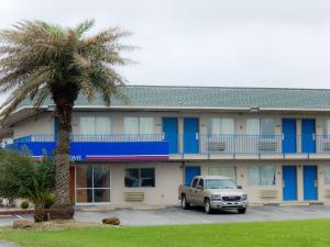 Motel 6 Clute