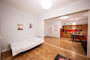 RR15 Apartment in HEART of WroclawTownhall up to 8 pers