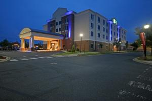 Holiday Inn Express & Suites Charlotte North, an IHG hotel
