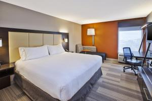 Holiday Inn Express & Suites Chicago-Midway Airport, an IHG Hotel