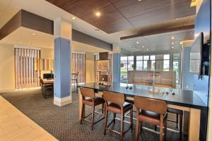 Holiday Inn Express & Suites Fond Du Lac, an IHG hotel