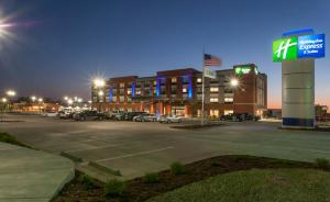 Holiday Inn Express & Suites - Dodge City, an IHG Hotel