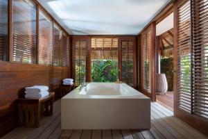 Four Seasons Resort Bora Bora (11 of 69)