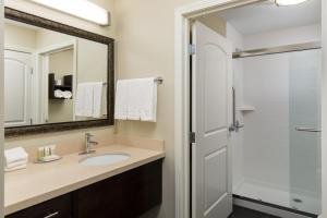 Staybridge Suites - Columbus Polaris, Hotels  Flint - big - 7