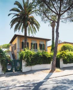 Spacious Terrace Flat in Villa with Garden - AbcAlberghi.com