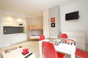 Inside Plaza Sierra Nevada - Apartment
