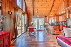 Chic Poconos Chalet with Deck + Lake Access! - Hotel - Lake Ariel