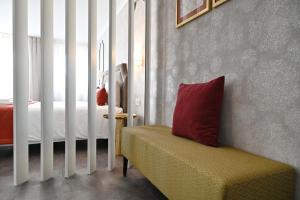 Famous Crows Lisbon Suites, Guest houses  Lisbon - big - 14