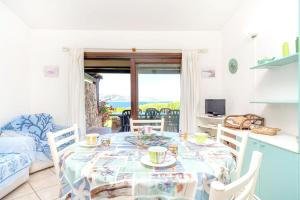 House with 4 bedrooms in San Teodoro with wonderful sea view and furnished garden 250 m from the beach