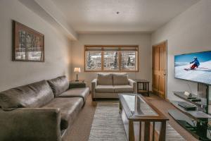 Gateway Lodge 5031