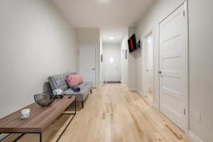 obrázek - The BEST 3 Bedroom Apartment in Griffintown - Montreal