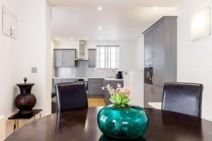 Fabulous 2 bed 2 bath with air con + garden, Apartments  London - big - 13