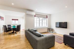Fabulous 2 bed 2 bath with air con + garden, Apartments - London