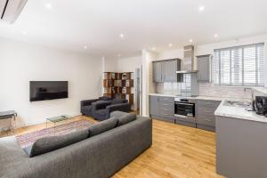 Fabulous 2 bed 2 bath with air con + garden, Apartments  London - big - 11