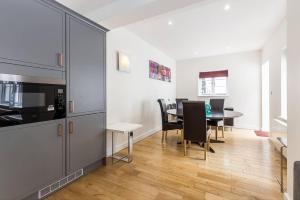 Fabulous 2 bed 2 bath with air con + garden, Apartments  London - big - 10