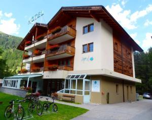 Hotel Ahorni, Отели  Обервальд - big - 25
