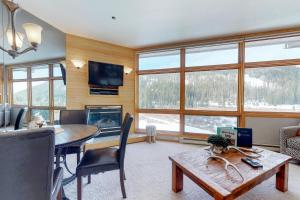 River Bank Lodge 2924