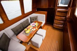 Jacht motorowy Nautiner 402