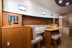 Jacht motorowy Tes 393 Illuminatus