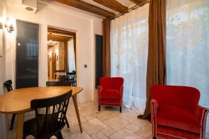 Perfect Stay up to 7 guests right next to Notre Dame