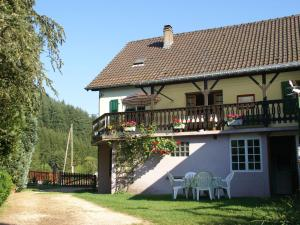 Location gîte, chambres d'hotes Comfortable Holiday Home with Fenced Garden in Lambach dans le département Moselle 57
