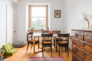 425 Quirky and charming 2 bedroom seaside apartment in Portobello