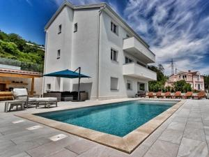 Luxurious Holiday Home in Bregi with Private Swimming Pool
